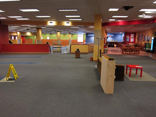 Photo of an empty Borders bookstore