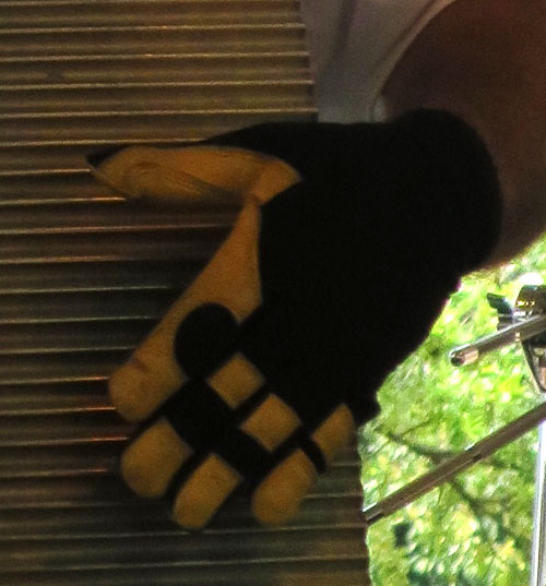 Gloves of a frottoir player