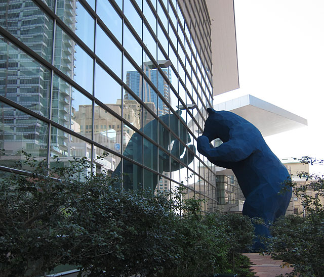 Photo of 4 story bear statue